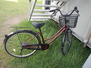 現場に自転車?